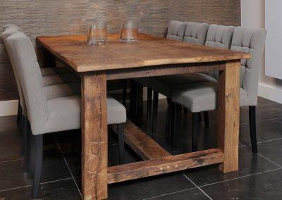 Oud eiken tafel met 8 stoelen