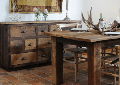 Oud eiken dressoir plus tafel