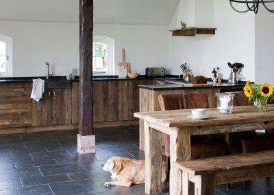 Oud eiken keuken
