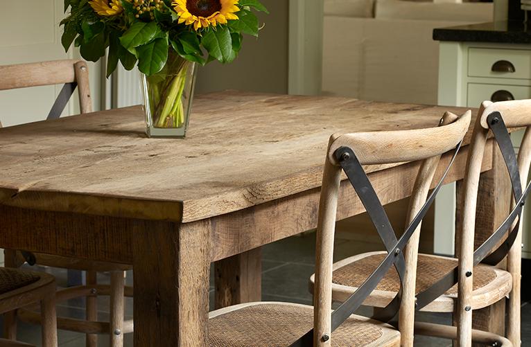 Oude eiken tafel met stoelen 2 gebroeders de ruiter - Oude tafel en moderne stoelen ...