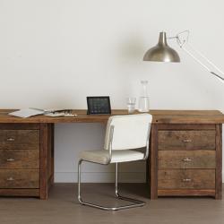 Oud eiken bureau inclusief lamp
