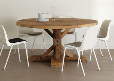 Oud eiken tafel rond