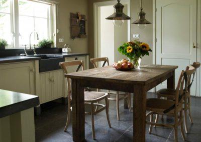Oude eiken keukentafel klein