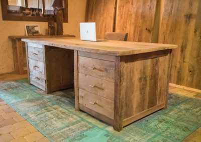 Massief oud eiken bureau