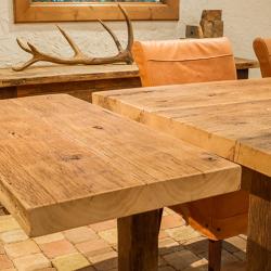 Oud eiken tafel met aanzetsstuk