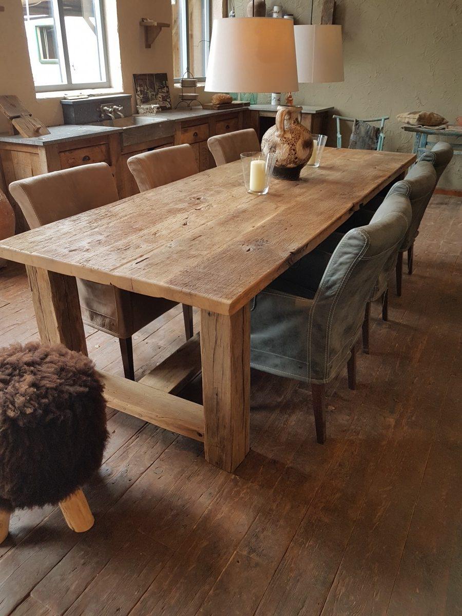 Oud eiken tafel met poef