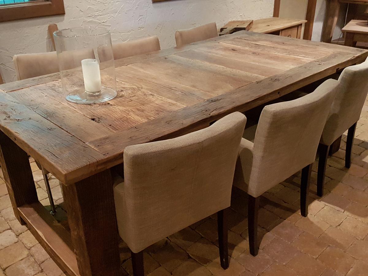 Oude eiken kloostertafel