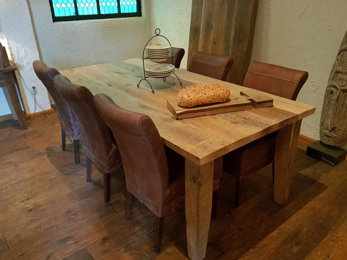 Oud eiken tafel Lissabon