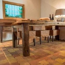 Uitschuifbare oud eiken tafel