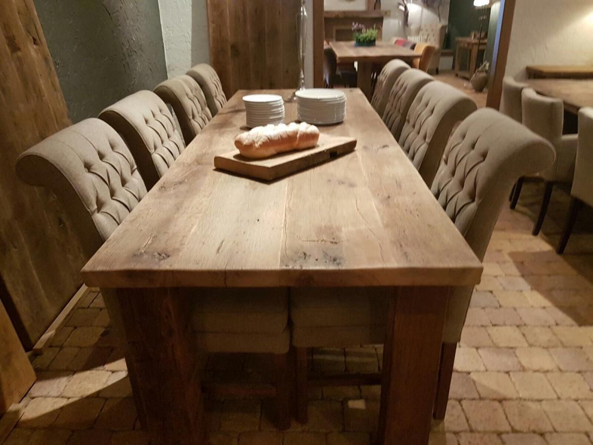Oude eiken tafel met 8 stoelen