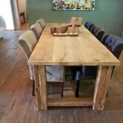 Vergrijsde oud eiken eettafel met stoelen
