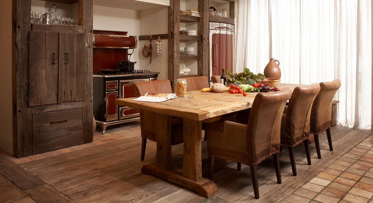 oud eiken keuken en tafel