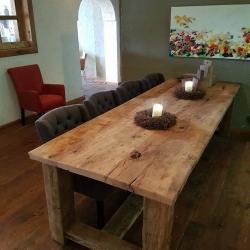 Robuuste oud eiken tafel