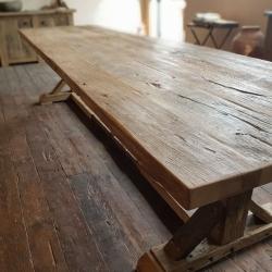 Oud eiken tafel met belgisch onderstel
