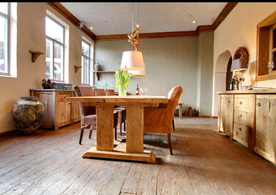 oud eiken tafel met kloosteronderstel