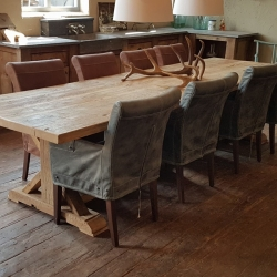 Oud eiken eettafel plus stoelen