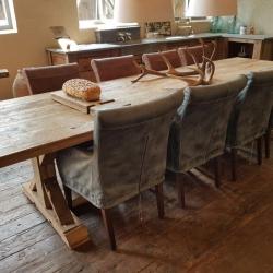Oud eiken eettafel met 8 stoelen